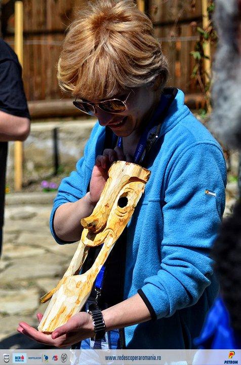 Anca si masca din lemn